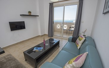 One Bedroom Apartment with Balcony Sea View